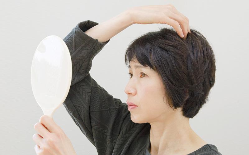 育毛にも効果があるの?女性の髪にオススメのツボとヘアケア